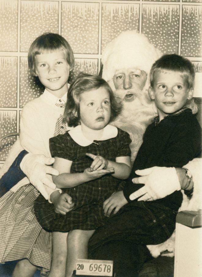 Susan_Jenni_David_with Santa Claus